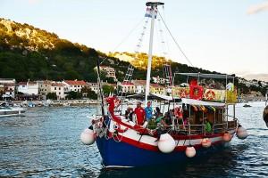 Fishpicnic na lodi - Krk, Chorvatsko