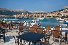 Restaurace a lodě v Bašce - Krk, Chorvatsko