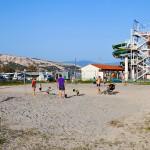 Hřiště u pláže v Bašce, Krk
